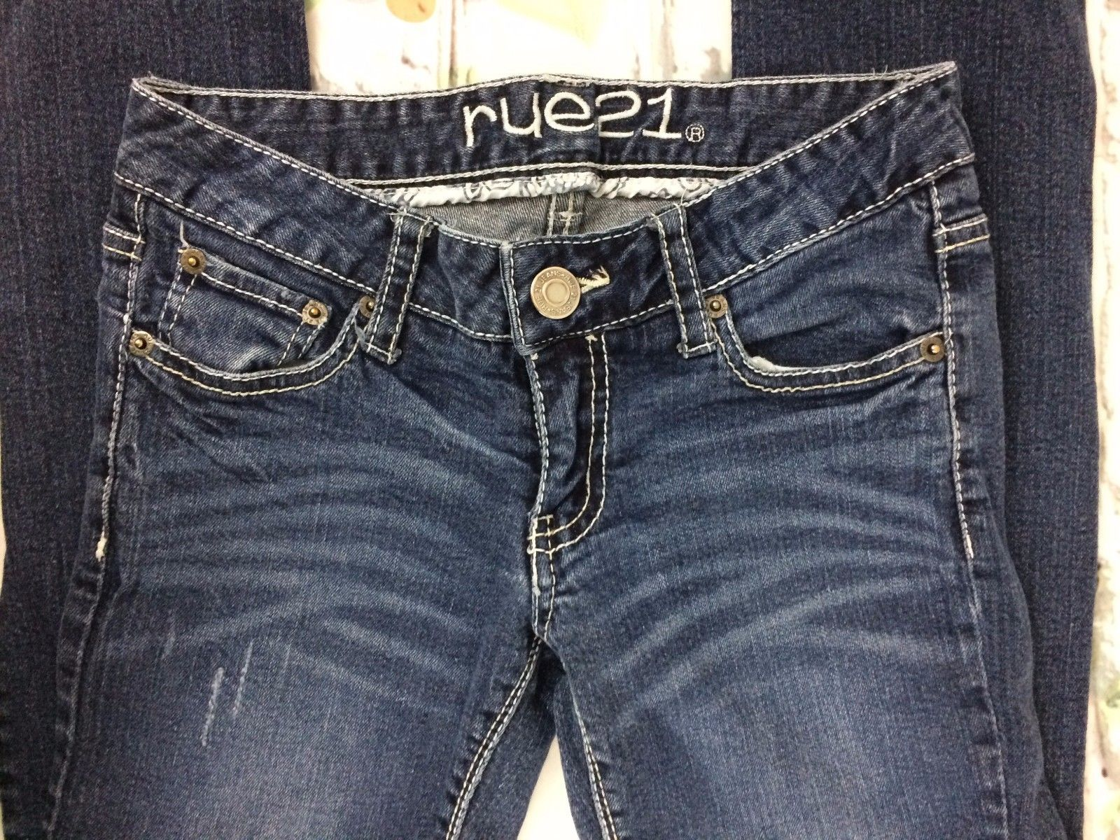 Rue21 Low Rise Skinny Jeans Regular Size 0 Medium Blue Wash LIghtly Distressed