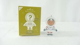 Hallmark QK5001 2012 Astronaut Frosty Mystery Ornaments - $9.99