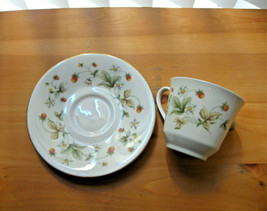 Royal Doulton Tea Cup & Saucer Strawberry Cream Pattern TC1118 England - $6.44
