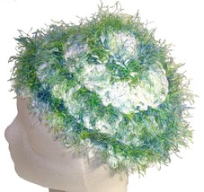 White Crochet Beanie Hat with Green Trim - €10,41 EUR