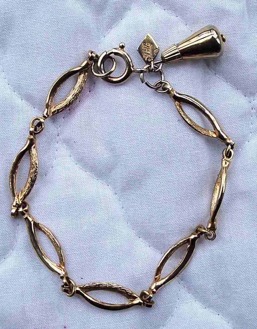Vintage Sarah Coventry Gold Toned Bracelet Signed