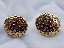 Vintage Gold Toned Oval Design Stick Earrings - $5.00