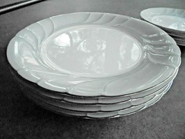 """Set of 4 Mikasa Prelude Dinner Plates 10 1/2"""" Wide - $26.73"""