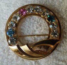 BEAUTIFUL 1960s Circle Pin 11 Multi Color Rhinestones 1/20 12 Karat Gold... - $20.00