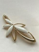 Vintage Trifari Signed Cream Enamel & Goldtone Abstract Flower Pin Brooch – mark - $11.87