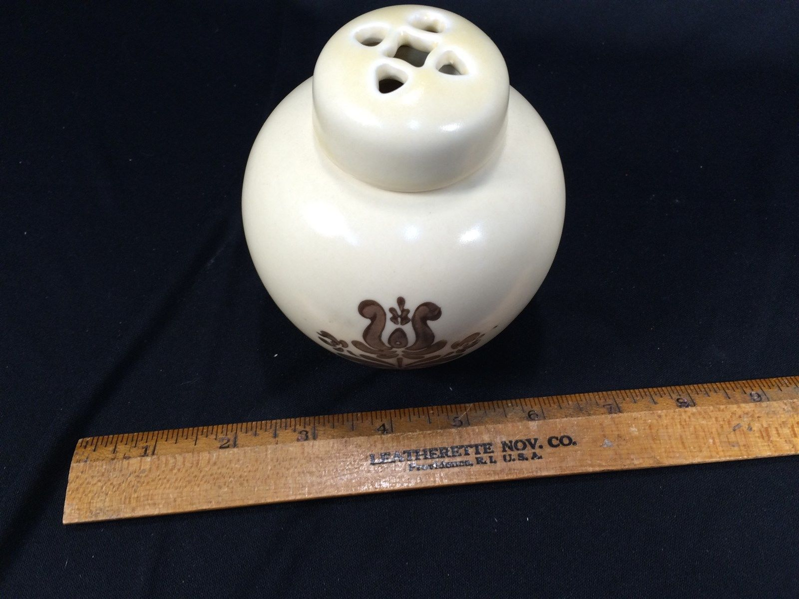 Pfaltzgraff Village Pattern Potpourri Jar With Lid