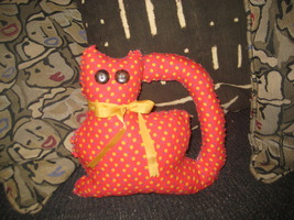 RED CALICO KITTY CAT PILLOW, HANDSTITCHED WITH A YELLOW RIBBON - OOAK - NEW - $20.00