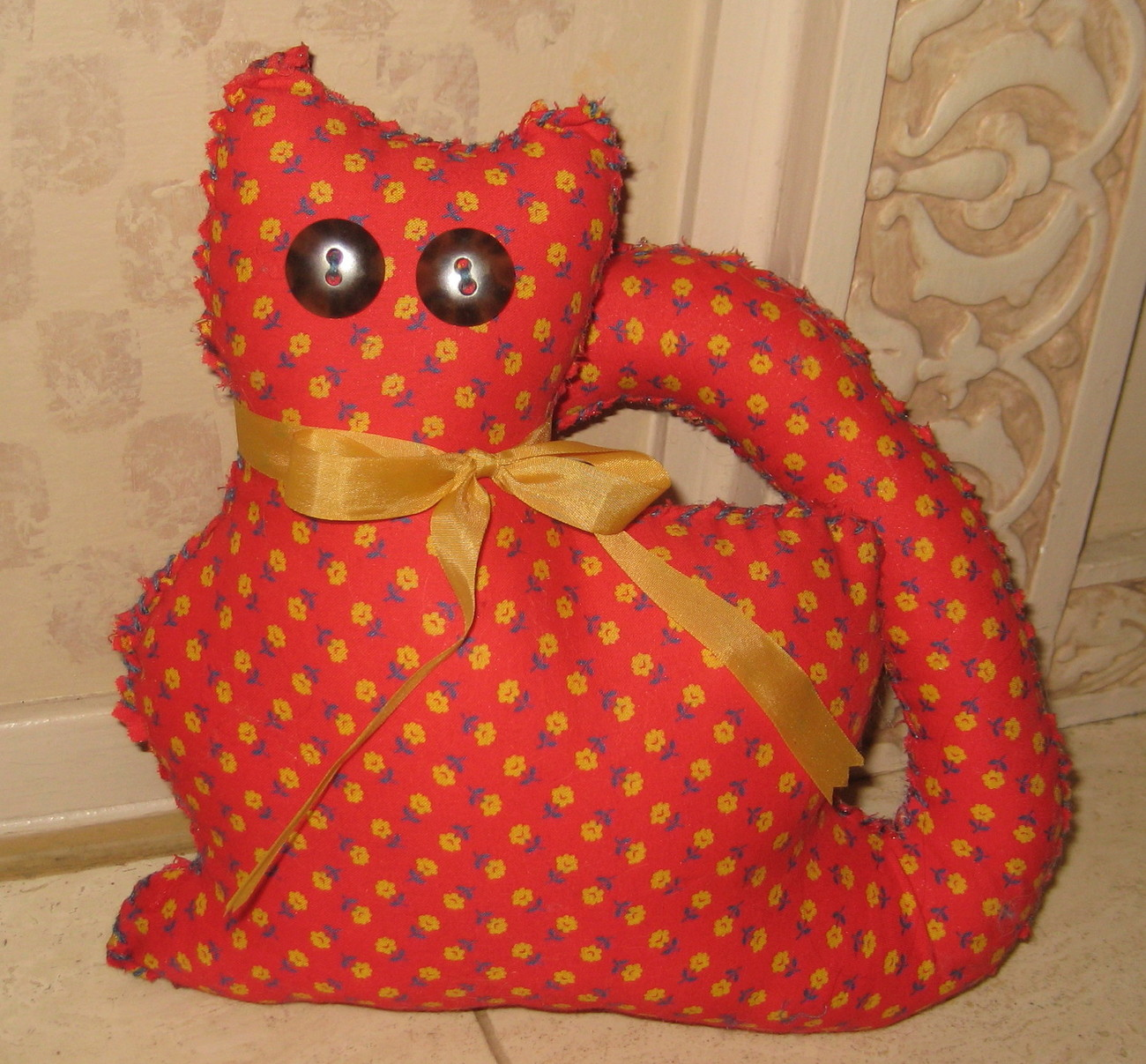 RED CALICO KITTY CAT PILLOW, HANDSTITCHED WITH A YELLOW RIBBON - OOAK - NEW