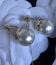 Authentic Christian Dior 2017 Limited Edition Long Pearl Dangle Drop Earrings image 4