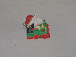 VINTAGE PEANUTS CHRISTMAS ORNAMENT SNOOPY ON A TRAIN UNITED SYNDICATES - $12.38