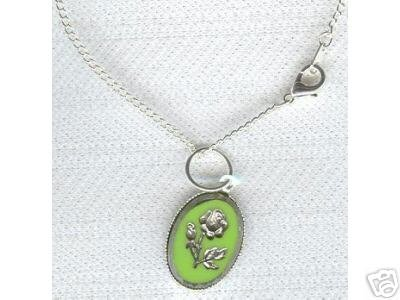Cameo Look Silver Engraved Flower  Necklace Green