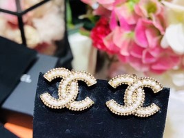 NEW AUTH CHANEL GOLD LARGE CC PEARL CLIP ON EARRINGS RARE image 3