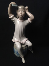 Lladro Retired Piece #1148 Girl Shampooing - $178.19