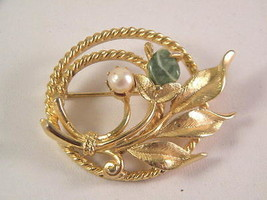 Sarah Coventry Jade and Pearl Accent Gold Tone Pin Brooch Vintage Jewelry - $15.29