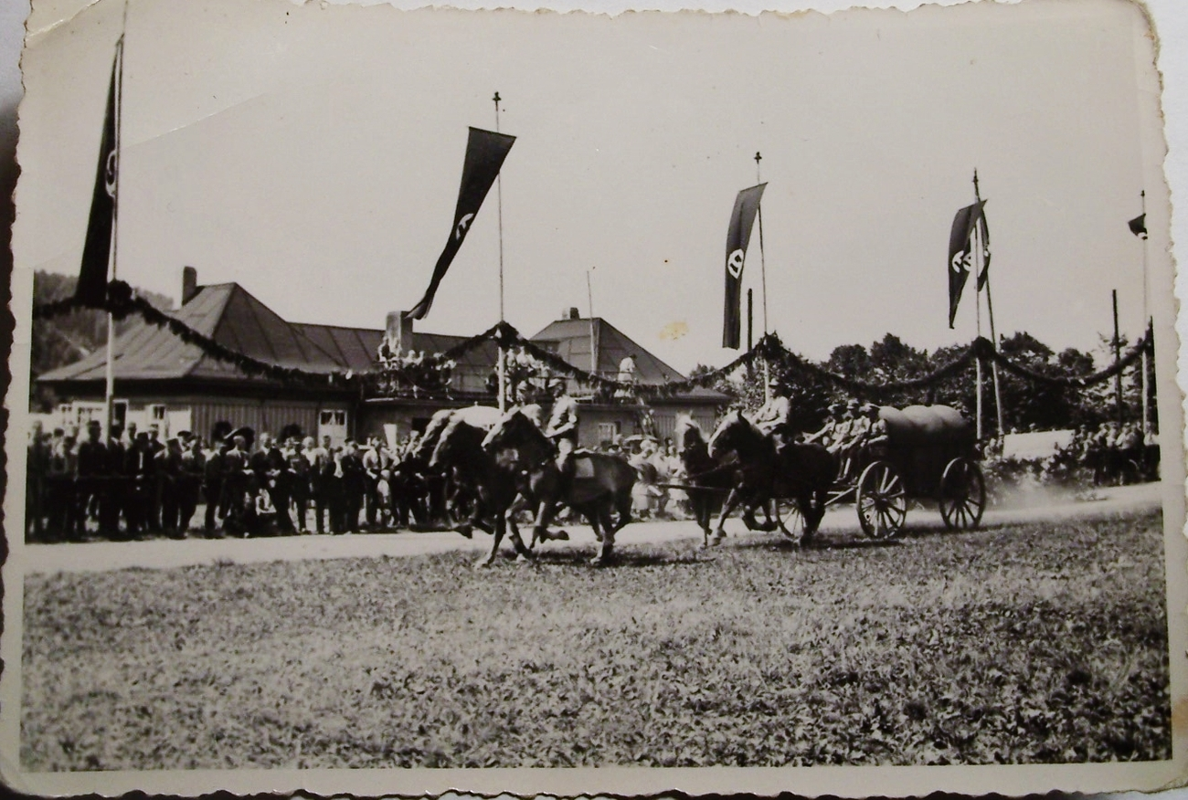 3 ORIGINAL PRE WW2 GERMAN PHOTOS: MOUNTED SA MEN AT SPECIAL EVENT