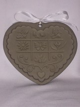 The Pampered Chef Gardens of the Heart Clay Cookie Mold 1996 - $9.49