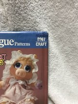 Vogue 8967 Muppet Babies Miss Piggy Doll And Clothes Sewing Pattern image 2