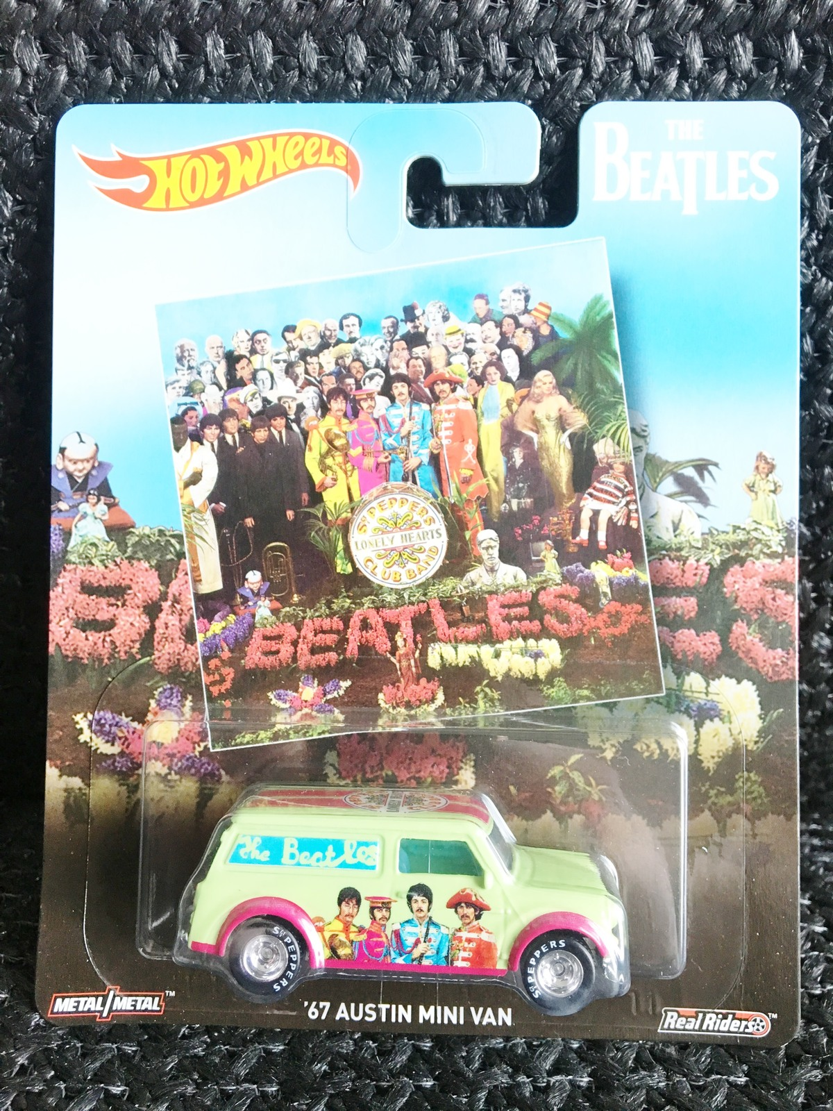 Hot wheels the beatles album sgt peppers lonely hearts club band 67 austin mini van 1