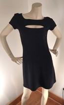 Betsey Johnson Black Stretch Shift Dress Front Cleavage Cutout Size 4-6 - $624,75 MXN
