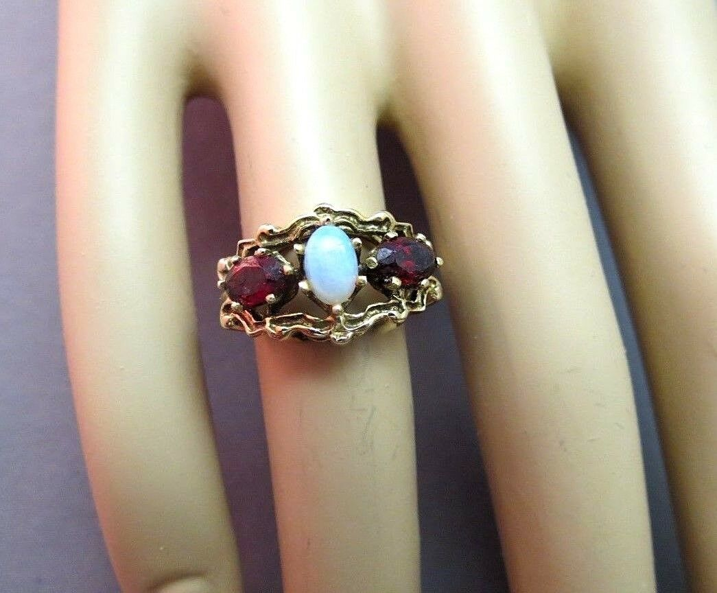 VTG 14K Yellow Gold Opal Red Garnet Ring Oval Cabochons 4.22g Size 6.25 Signed