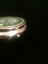 Vintage 50s Pill Box compact with etched starburst on top image 4
