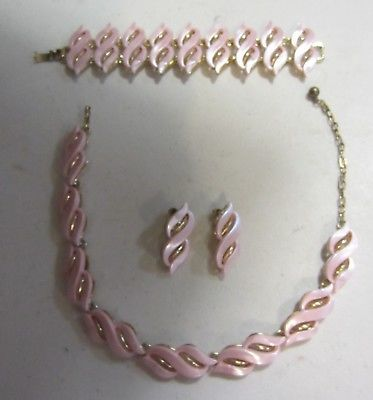 Vintage Pink Thermoset matching Necklace Bracelet Earring set