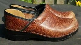 Dansko Brown Tooled Leather Floral Nursing Clogs Slip On Women's Shoe 38/7.5/8 - $36.09