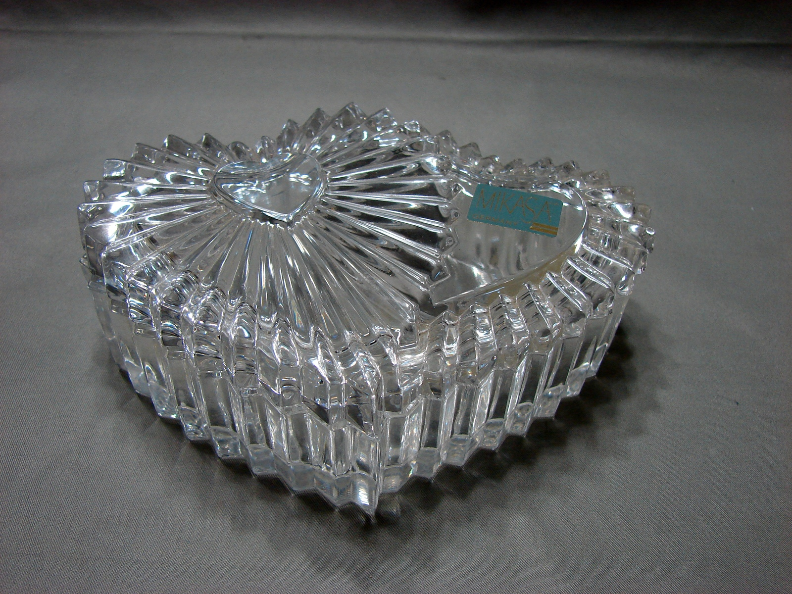 Mikasa Collectible Heart Shaped Glass Trinket Box / Jewelry Dish With Lid image 3