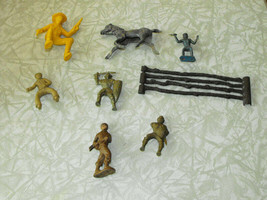 Vintage Toy Figure Play Set Lot Cowboy Horse Fence Knights Toy Soldiers - $18.99