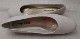 Easy Street Womens Closed Toe Classic Pumps, White, Size 10N image 2