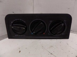 99 00 01 02 VW GOLF TEMPERATURE CONTROL CONV FROM VIN 806131 W/AC 209999 - $34.65