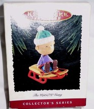Hallmark Ornaments The Peanuts Gang Linus Learning How To Sled 1995 Seri... - $9.89