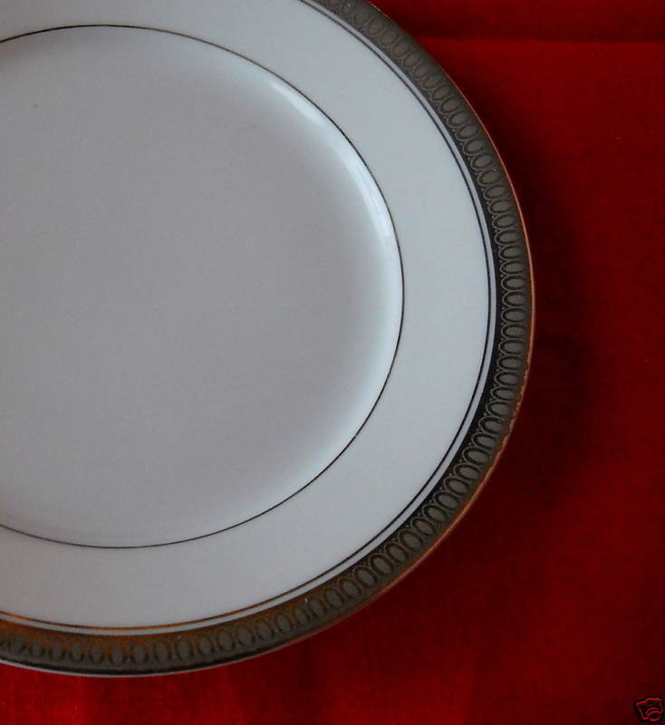 Rosenthal Duchess bread plates (7 available