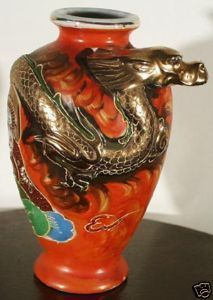 SATSUMA GOLD DRAGON FIGURAL TEXTURED JAPANESE VASE 3D