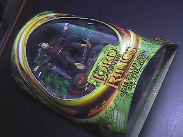 Toy lord of the rings frodo with sword attack action   ringwraith reveal base 01