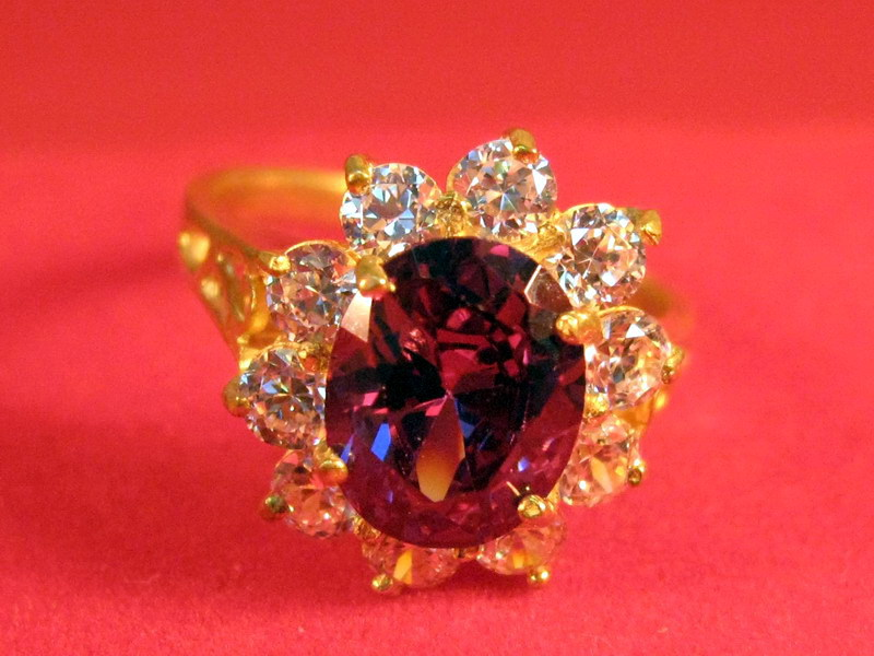 Vintage 14k solid yellow gold with Ruby & Diamond ring size 9
