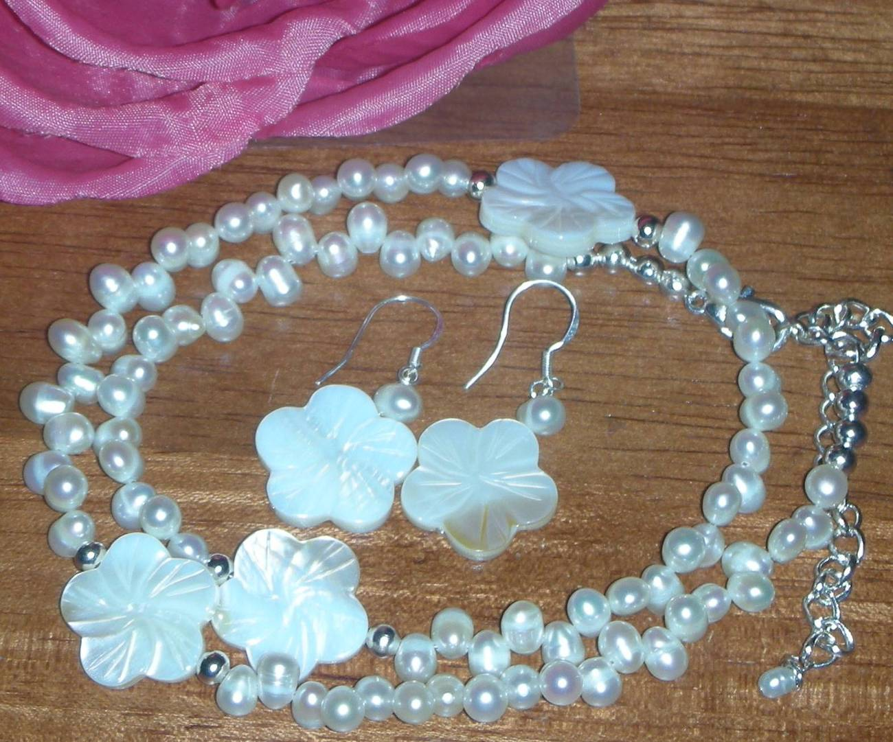Genuine Mother of Pearl Flowers And Fresh Water  Pearls Neck