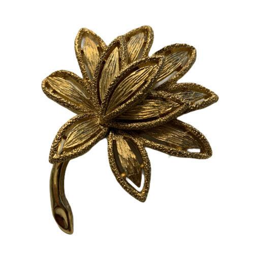 Vintage Avon Brushed Textured Gold Tone Floral Leaf Botanical Brooch Pin     - $12.99