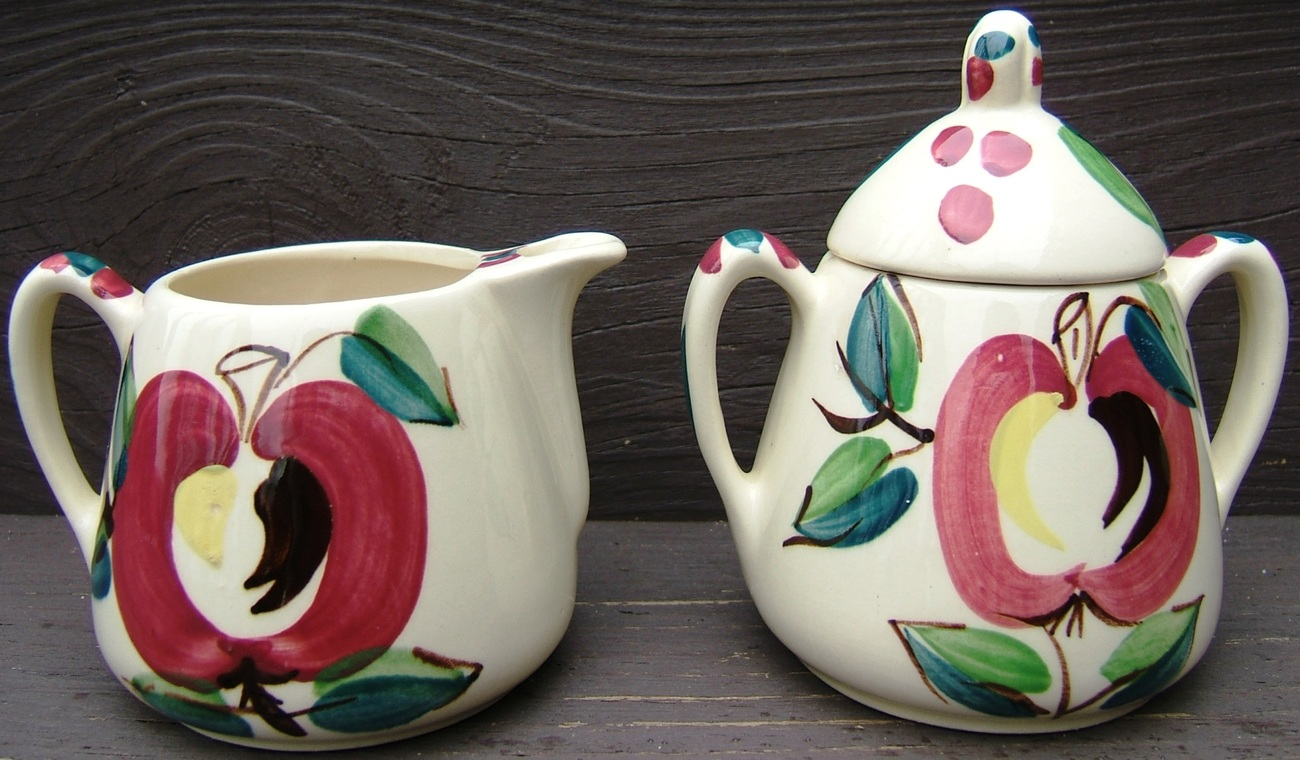 Vintage PURINTON Ceramic SUGAR BOWL  CREAMER Set with RETRO APPLE Design 1950s