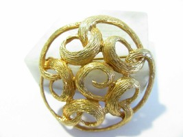 VINTAGE TEXTURED GOLD TONE OPEN WORK SWIRL CURLICUE PIN SIGNED SARAH COV... - $10.00