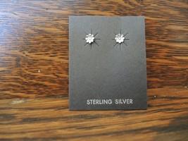 Sterling Silver Tiny Flower Earrings Navajo Native American - €6,51 EUR