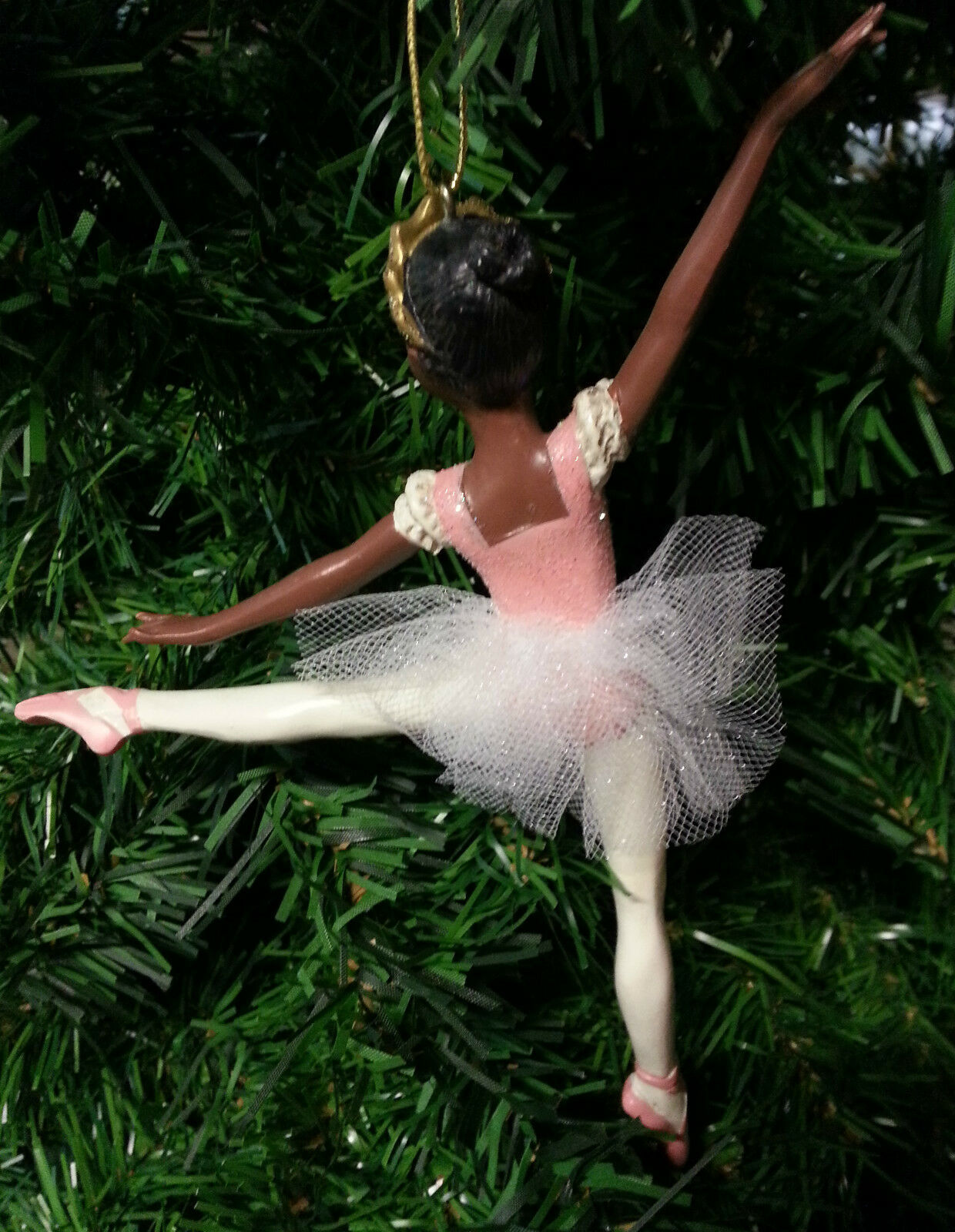 KSA HAND PAINTED AFRICAN AMERICAN BALLERINA ON POINTE BALLET XMAS ORNAMENT A