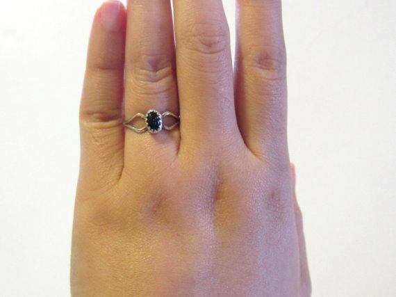 Vintage Native American sterling silver Black Coral ring size 5.25