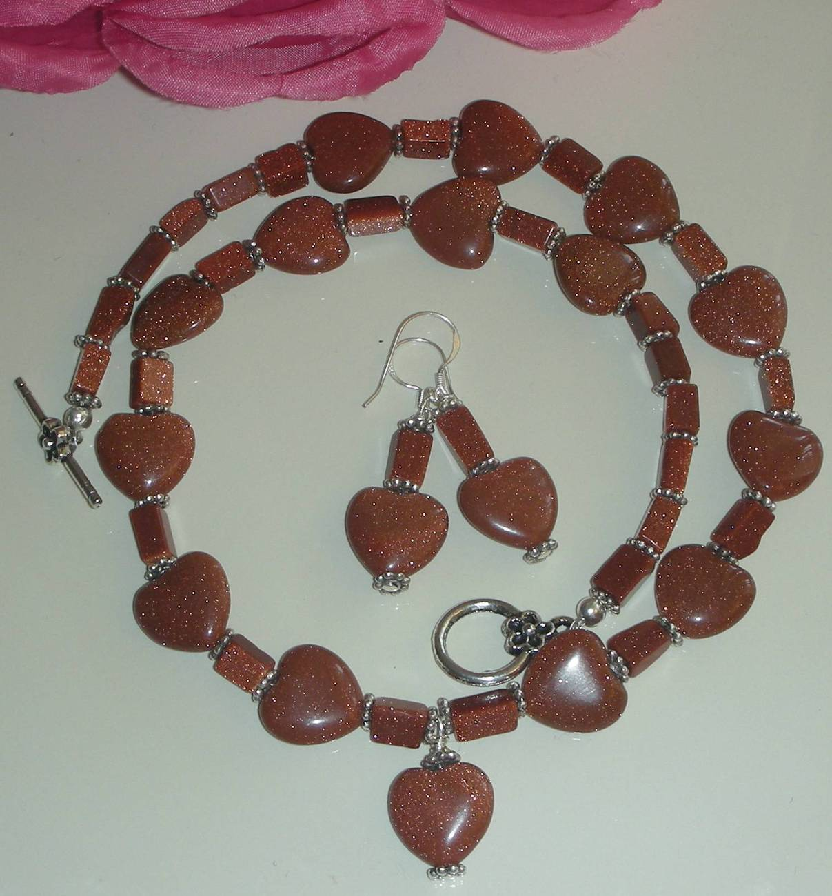 BE STILL MY HEART SUNSITARA GOLDSTONE HEARTS NECKLACE