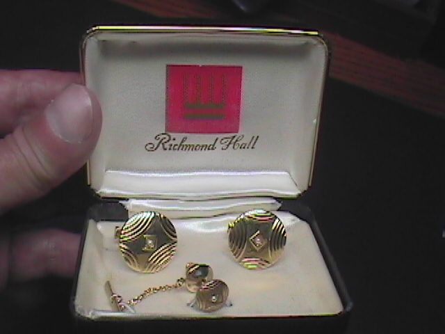 Cuff links and tie tack richmond hall gold with pearl in box 01