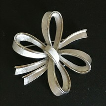 Vintage Large Trifari Signed Etched Silvertone Ribbon Bow Pin Brooch – marked on - $16.69