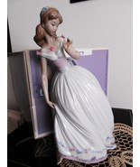 Lladro The Glass Slipper (aka Cinderella) # 5957 Part of Disney collecti... - $459.99