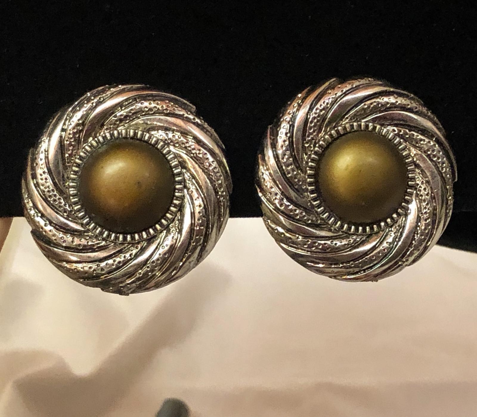 VTG 80s Swirl Medallion Olive-Bronze Centers/Silvertone Round Clip On Earrings image 3