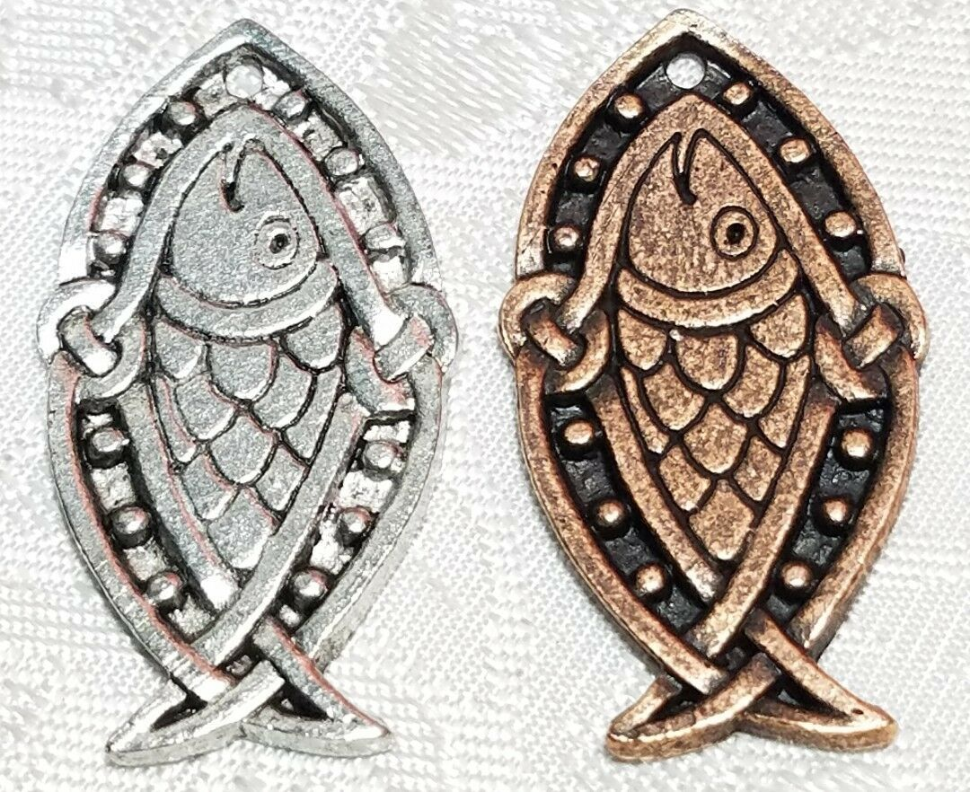 CELTIC FISH FINE PEWTER PENDANT CHARM - 17mm L x 33mm W x 1mm D