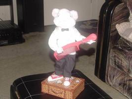 "12"" Animated Talking Stuart Little Plush Toy On Suitcase 1999 Hasbro - $98.99"